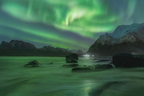 NORWAY NUTSHELL WITH NORTHERN LIGHT